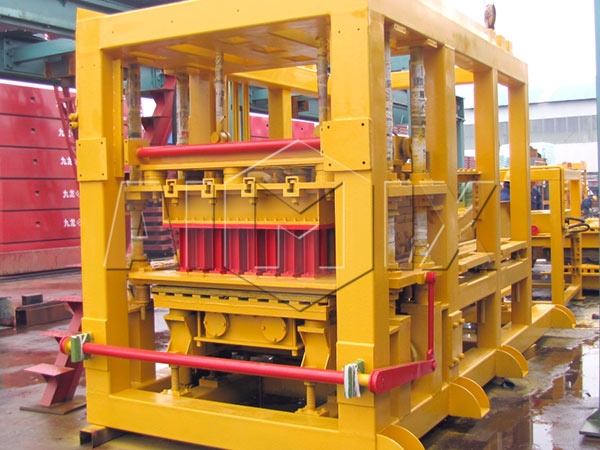 QT10-15 concrete brick making machine
