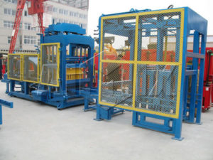QT10-18 automatic concrete block making machine