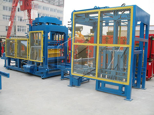 QT10-18 cement brick making machine