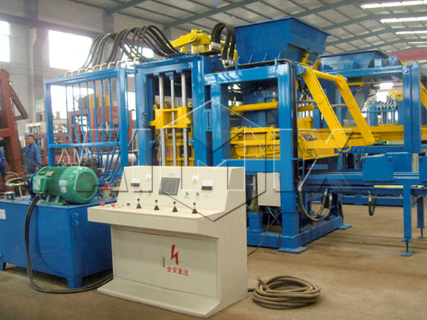 QT10-15 hollow block making machine