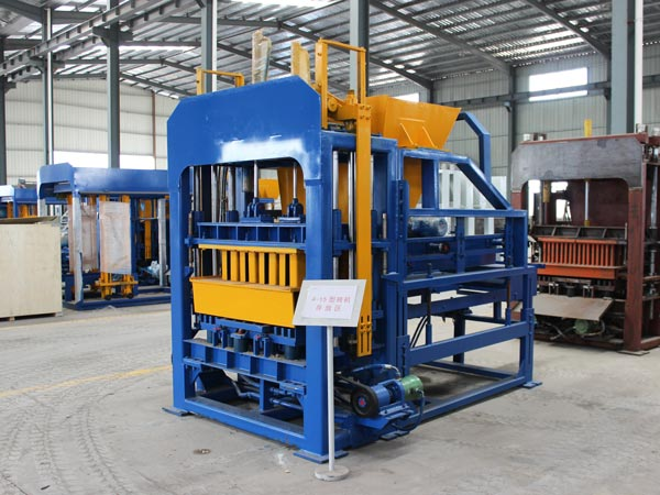 QT4-15 hollow brick machine