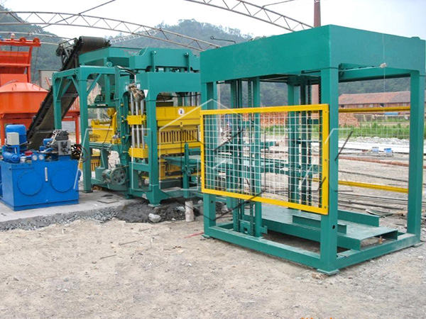 QT8-15 automatic concrete block making machine
