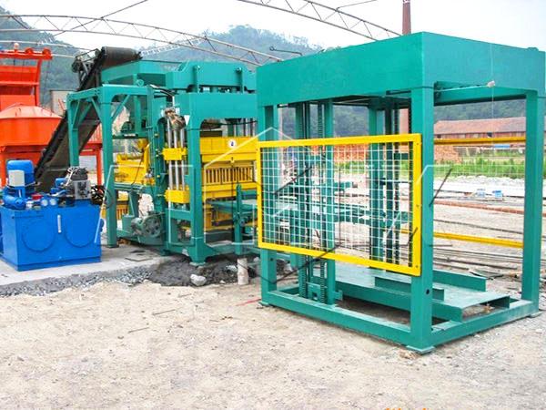 QT8-15 press brick making machine