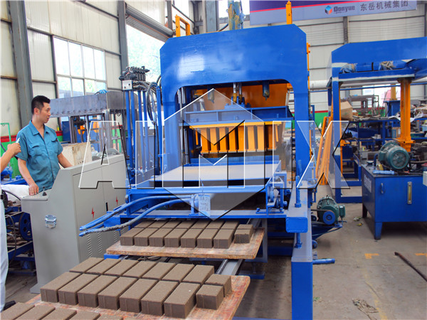 The machine making solid bricks
