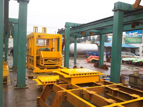 QT10-15 hollow block machine to Philippines
