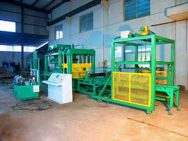 QT6-15 cement block making machine