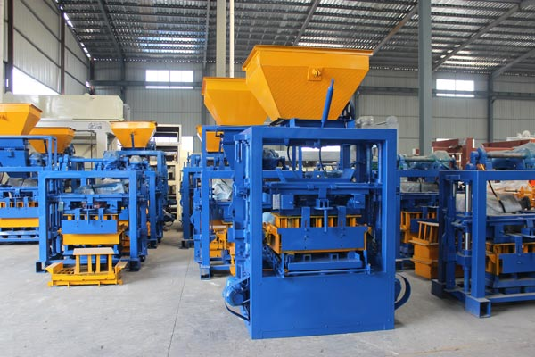 QT4-24 concrete hollow brick machine