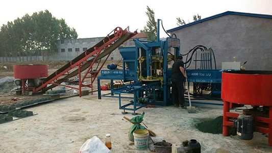 WORKING SITE OF AIMIX ABM-4S AUTOMATIC BLOCK MACHINE IN PAKISTAN