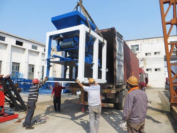 ABM-10S concrete bricks machine to Pakistan