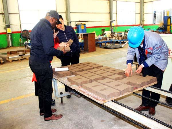 customer visit interlocking brick machine