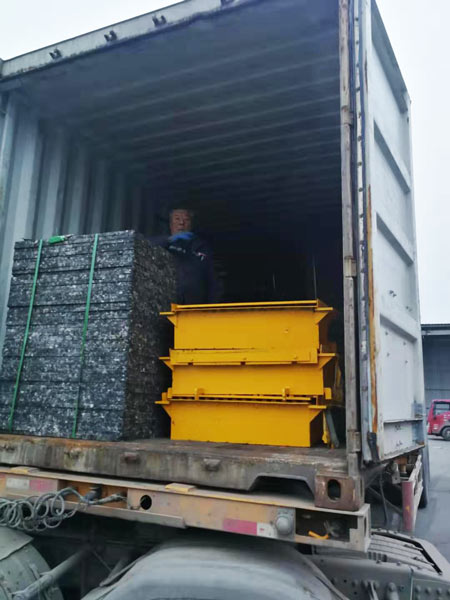 concrete hollow block machine pallet delivery