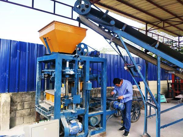 test run the concrete hollow block machine