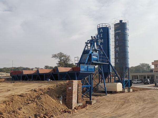 AJ-50 concrete plant with hopper in Pakistan