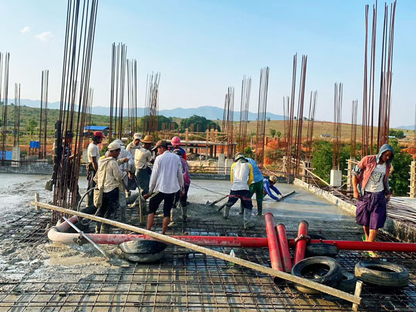 concrete pouring for house building