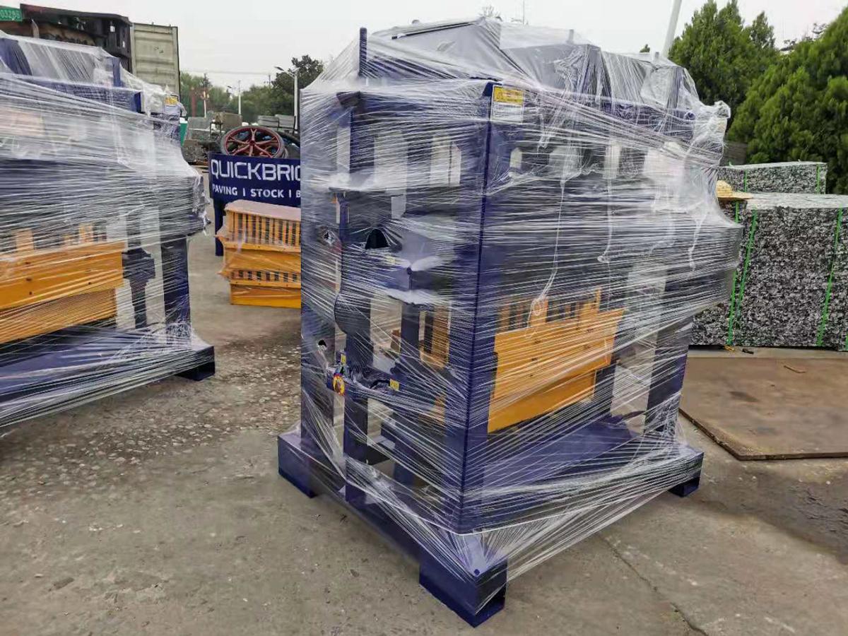 exportar tres juegos de pequeñas máquinas de ladrillos a Botswana